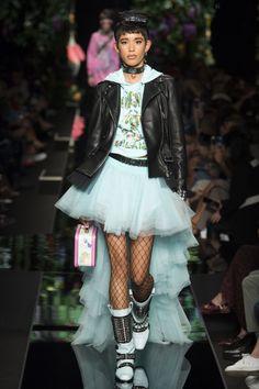 Moschino  #VogueRussia #readytowear #rtw #springsummer2018 #Moschino #VogueCollections
