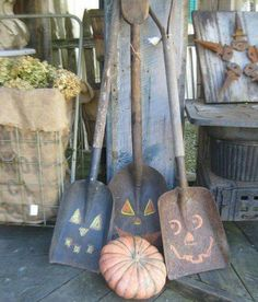 5fc6fb145c3629 Rusty shovels with chalk drawn Jack O' Lantern faces for fall Holidays  Halloween, Halloween