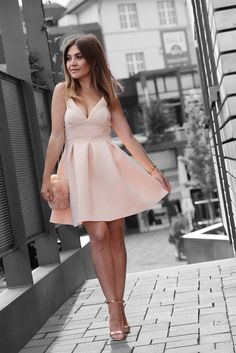 WWW.INNERCLASSY.DE - German Fashion & Interior Blogger - nude wedding dress - skater kleid - missguided - new look - streetstyle