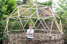 Create a secluded hangout spot in your backyard with nothing more than sticks and this DIY geodesic garden dome kit. The kit is composed of a bunch of 5 and hubs and hardware that you combine with spare sticks in order to build sturdy geodesic structures. Mini Camper, Geodesic Dome Kit, Architecture Design, Create Your Own World, Make Build, Shed Kits, Wood Structure, Shell Structure, Gardens
