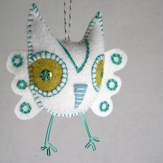 Felt Owl Ornament hand embroidery white by RawBoneStudio on Etsy Owl Ornament, Felt Ornaments, Christmas Ornament, Felt Owls, Felt Animals, Fabric Crafts, Sewing Crafts, Felt Gifts, Owl Crafts