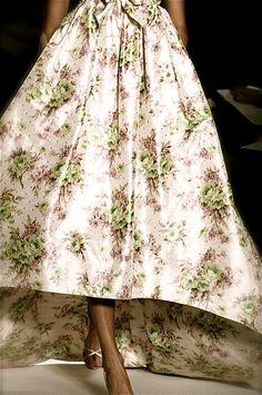 Isabeli Fontana, Oscar de la Renta  Printed Dress #2dayslook #PrintedDress #lily25789  #ramirez701  www.2dayslook.com