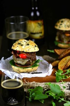 Hamburguesa con pimientos asados y queso provolone   Bavette