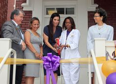 Sandra Bullock has been inducted into the Warren Eason Charter High School  which was destroyed by Hurricane Katrina — for her charitable contributions. #SandraBullock #Celeb #Charity