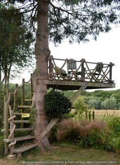 Outdoors Discover Who hasn& dreamed of having a tree house? What about this idea for an outdoor space? Outdoor Rooms, Outdoor Gardens, Outdoor Living, Outdoor Bathrooms, Rustic Gardens, Outdoor Bedroom, Dream Garden, Home And Garden, Outdoor Projects