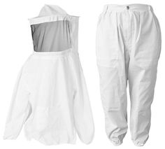 New medium/large size beekeeping suit, includes jacket (with veil) and pants. The light weight fabric provides protection against stings while keeping you cool. The jacket and pants are machine washab Bee Pollen, Bee Hives, Buzzy Bee, I Love Bees, Save The Bees, Bee Happy, Bees Knees, Bee Keeping, Beekeeping Equipment
