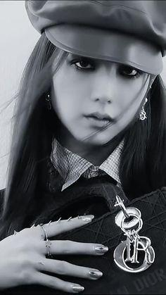 Black Pink Songs, Black Pink Kpop, Aesthetic Videos, Kpop Aesthetic, Blackpink Wallpaper, Memes Blackpink, Foto Rap Monster Bts, Taehyung, Kpop Gifs