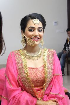 Sikh Wedding Brides - Blush Pink Dupatta with Gota Border, Gold Beads Nath, Chaand Bala Maangtikka and Gold Earrings. Such a Pretty Sikh Bride! Sikh Bride, Punjabi Bride, Punjabi Suits, Salwar Suits, Desi Bride, Bridal Outfits, Bridal Dresses, Reception Dresses, Bridal Looks