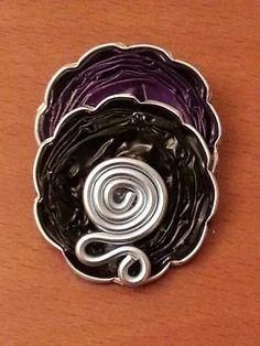 Broche con cápsulas de nespresso y alambre. Personaliza tu Nespresso. Diosponemos de más de 200 vinilos decorativos. shop.decofi.com