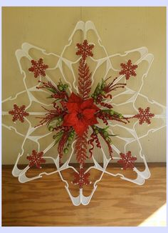 DIY Plastic Clothes Hanger Snowflake Wreaths Are All The Rage This Holiday Season! DIY Plastic Clothes Hanger Snowflake Wreaths Are All The Rage This Holiday Season! Dollar Tree Christmas, Diy Christmas Gifts, Diy Christmas Ornaments, Christmas Crafts, Christmas Christmas, Hanger Christmas Tree, Primitive Christmas, Father Christmas, Country Christmas