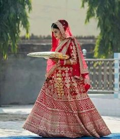 Latest Indian wedding Lehenga Style Ideas for brides! Indian Wedding Lehenga, Indian Wedding Outfits, Indian Outfits, Indian Dresses, Indian Weddings, Pakistani Bridal, Indian Attire, Indian Bridal Fashion, Indian Bridal Wear