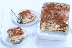 I LOVE TIRAMISU Normally i only eat Tiramisu when my aunt makes it. Think i'm gonna eat it weekly now with this easy recipe ! Delicious Deserts, Yummy Food, Food Vans, Dutch Recipes, Eat Dessert First, How Sweet Eats, Desert Recipes, I Love Food, Fun Desserts