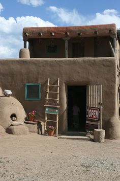 Day Taos, New Mexico Pueblo. Similar to the one in which I purchased the alabaster turtle. New Mexico Style, Taos New Mexico, New Mexico Usa, Southwest Decor, Southwest Style, Cabana, Bed And Breakfast, Travel New Mexico, Taos Pueblo