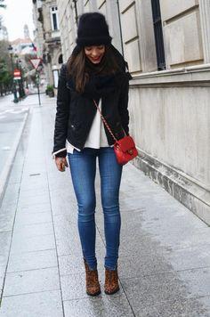 Ahh Barcalona shops,Pull  Bear pants, El Corte Ingles hat  bag, Mango jacket, Zara booties.