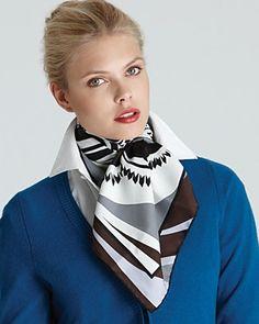 Sehr hübsch das Tuch zum hochgestelltem Kragen, gefällt mir sehr gut. scarf