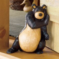Black bear door stop Country Decor, Rustic Decor, Black Bear Decor, Porte Design, Creation Deco, Lodge Decor, Cozy Cabin, Cabin Homes, Log Homes