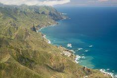 """Platz 8 - Ostküste Teneriffas, Kanarische Inseln: Abseits der All-Inclusive-Resorts ist Teneriffa eine Insel mit vulkanischen Mondlandschaften, idyllischen Fischerdörfern und dramatischen Klippen. Besonders empfehlenswert sei El Medono, ein Orteils von Granadilla de Abona, so der """"Lonely Planet"""". Der Strand wird demnach von einem Vulkankegel in der Mitte geteilt."""