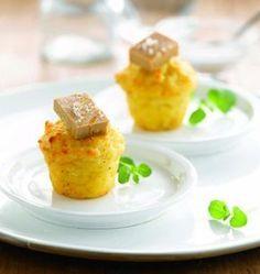 Bouchées de pommes de terre soufflées Purée avec 1kg de pommes de terre et 100g de beurre ajouter 2 oeufs sel poivre garnir environ 8 petits moule au four 15 mn 220° Peux être servi avec dé de foie gras http://www.odelices.com/recette/bouchees-de-pommes-de-terre-soufflees-au-foie-gras-r3719/