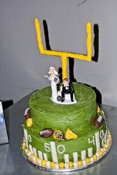 LOVE this Packers groom's cake