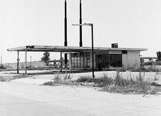 photographer jeff brouws twentysix abandoned gasoline stations 1993 http://www.jeffbrouws.com/