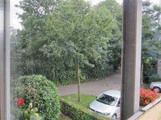 """3-Zimmer-Eigentumswohnung in Freiburg-Littenweiler: Die bezugsfreie Wohnung befindet sich im 2. Obergeschoss eines in """"Niedrigenergiebauweise"""" erstellten Mehrfamilienhauses.  Zahlreiche Fenster ermöglichen ein lichtdurchflutetes Wohnambiente."""