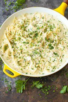 De Italia A Tu Mesa Aprende A Preparar Espagueti Tres Quesos En Pocos Minutos Qué Exquisito Mui Recet Pechugas En Salsa Recetas Con Platano Comida étnica