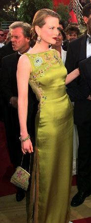 Nicole Kidman wearing Christian Dior and a vintage Whiting and Davis handbag to the Oscars