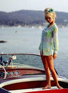 Brigitte Bardot aboard a Riva Super Florida in Saint-Tropez (Top Fashion Models) Bridgitte Bardot, Saint Tropez, Catherine Deneuve, Riva Boot, Viejo Hollywood, Look Dark, Slim Aarons, Mode Editorials, French Actress