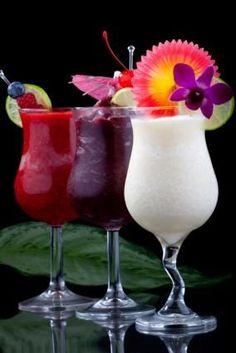 Eight Frozen Daiquiri Cocktail Recipes! Delicious Frosty Colorful Summer Cocktai… Eight Frozen Daiquiri Cocktail Recipes! Frozen Daiquiri, Daiquiri Cocktail, Cocktail Drinks, Cocktail Recipes, Refreshing Drinks, Summer Drinks, Smoothie Drinks, Smoothies, Bebidas Com Rum