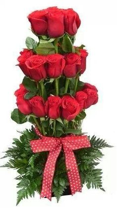 Things to Know about Deals on Valentine's Day Flowers Online Rosen Arrangements, Creative Flower Arrangements, Unique Flower Arrangements, Beautiful Roses, Beautiful Flowers, Valentines Flowers, Church Flowers, Flowers Delivered, Arte Floral