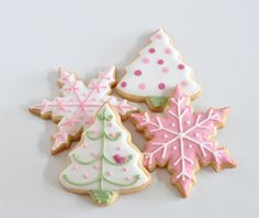 pretty pastel Christmas cookies Christmas Tree Cookies, Christmas Sweets, Pink Christmas, Christmas Baking, Christmas Time, Merry Christmas, Xmas, Christmas Recipes, Gingerbread Cookies