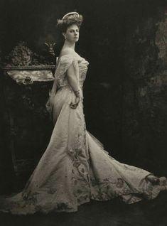 Princesse Elisabeth de Riquet de Caraman-Chimay, Comtesse Greffulhe (1860-1952).
