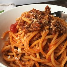 Instant Pot Spaghetti with Meat Sauce Recipe + VIDEO Spaghetti with meat sauce, made quick and easy in the Instant Pot. Use ground beef or turkey, your favorite marinara and dinner is on the table in less than 30 minutes. Pressure Cooker Spaghetti, Instant Pot Pressure Cooker, Pressure Cooker Recipes, Pressure Cooking, Healthy Spaghetti Sauce, Spaghetti Recipes, Instapot Spaghetti, Pasta With Meat Sauce, Instant Pot Spaghetti Recipe