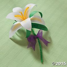 Paper Lily Craft Idea | A sweet and simple religious Easter crafts for kids. #Easter #crafts