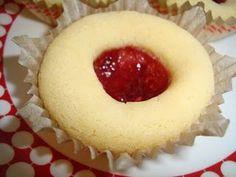 Hallongrottor med marsanpulver Baking Recipes, Cookie Recipes, Dessert Recipes, Desserts, Bagan, Easter Snacks, Scandinavian Food, Sandwich Cake, Swedish Recipes