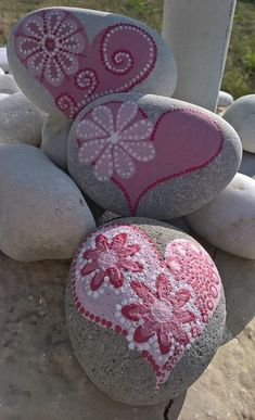 15 Fantastic DIY Easy Rock Painting Ideas For Inspiration Mandala Stone Art Painted Rocks Ideas Heart Painting, Pebble Painting, Dot Painting, Pebble Art, Stone Painting, Rock Painting Patterns, Rock Painting Ideas Easy, Rock Painting Designs, Stone Crafts