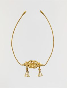 Gold fillet with a Herakles knot Period: Hellenistic Date: late century… Roman Jewelry, Greek Jewelry, Old Jewelry, Jewelry Art, Antique Jewelry, Jewelery, Vintage Jewelry, Ancient Greece Clothing, Ancient Greece Fashion