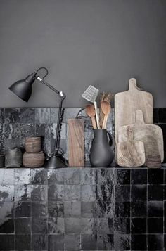 Zwarte tegels in de keuken