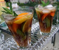 Limonada bruna Alcoholic Drinks, Beverages, Cantaloupe, Deserts, Good Food, Tableware, Glass, Smoothie, Magick