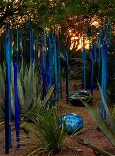 Dale+Chihuly.  He had an exhibit at the Pensacola Art Museum.  It was fabulous!!