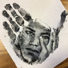 Artist Paints Stunningly Realistic Portraits on His Hand and Stamps Them on Paper - My Modern Met