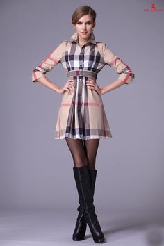 Preppy Mode, Preppy Style, My Style, Pantyhose Outfits, Plaid Outfits, Cute Outfits, Burberry Outfit, Burberry Scarf, Burberry Women