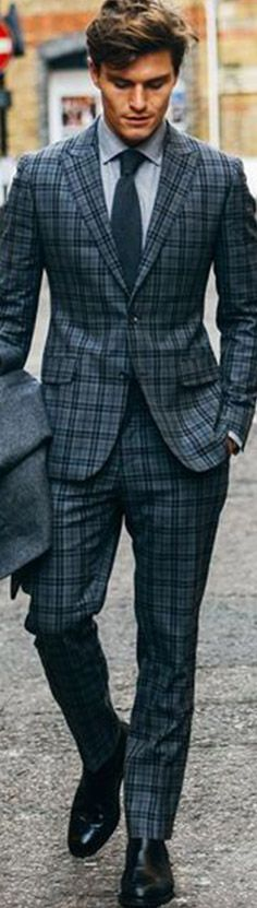 Checkered suit with great bluish shading. Costume En Lin, Costume Gris, Mode Costume, Fashion Mode, Suit Fashion, Look Fashion, Mens Fashion, Fashion 2016, Elegance Fashion
