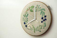 Framegroup / Adele, ručne vyšívané nástenné hodiny Adele, School Projects, Clock, Diy Crafts, Embroidery, Stitches, Handmade, Design, Home Decor