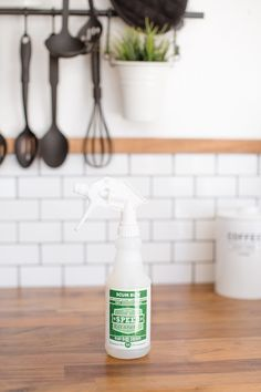 Scum Bum oz spray top) Scale and Hard Water Stain Remover Speed Cleaning, Deep Cleaning Tips, Cleaning Hacks, Cleaning Supplies, Cleaning Products, Fiberglass Tub Cleaner, Professional House Cleaning, Cleaning Painted Walls, Hard Water Stains