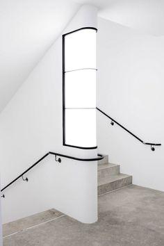 Escalera interior de mamposter a con balustre de metal - Bauhaus iluminacion interior ...