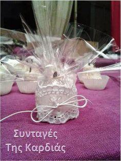 Greek Sweets, Greek Desserts, Mini Desserts, Greek Recipes, Greek Cake, Eat Greek, Praline Chocolate, Chocolate Cake, Greek Cooking
