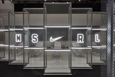 We captured the victories spirit of the Opening Finals while creating a personal narrative for each player within the Nike Portland Campus. Window Display Retail, Window Display Design, Booth Design, Retail Displays, Shop Displays, Window Displays, Showroom Interior Design, Retail Interior, Nike Retail