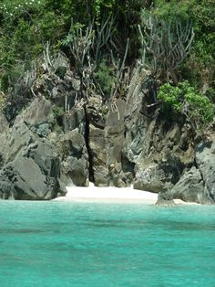 two-butt beach #StJohn #USVI. The only way to get there is to sail there. Virgin Islands Vacation, Us Virgin Islands, Water Island, Cruise Port, Paradise On Earth, St Thomas, Beach Pictures, Vacation Spots, Caribbean