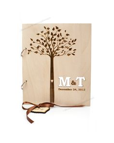Livre d'or de mariage bois avec arbre et personnalisés initiales